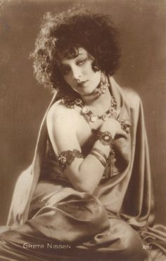 Film Star Actress Greta Nissen with Jewelry original vintage postcard Roaring Twenties, The Twenties, Vintage Hollywood, Classic Hollywood, Cabaret, Star Actress, Silent Film, Showgirls, Vintage Beauty