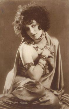 Victoria - makeup and jewelry ideas? Greta Nissen, circa 1920s.