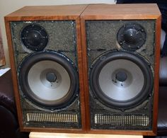 1970's Dynaco a25 speakers smooth sounding and simple design. While KLH and others sought attention, Dynaco stole the show with these.