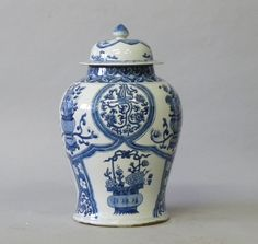 Temple Jar Quing Dynasty - Blue and white, handpainted reproduction porcelain