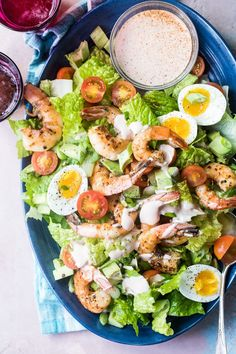 Shrimp Louie Salad from Foodness Gracious is perfect for serving at a weekend brunch or lunch. A creamy, dressing is drizzled over crispy lettuce, topped with Cajun-spiced shrimp. Chili Recipes, Salad Recipes, Healthy Recipes, Fun Recipes, Healthy Salads, Recipies, Shrimp Louie Salad, Salad With Shrimp, Spicy Peanut Noodles