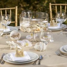 Shell as a decoration at the table - perfect for a summer party