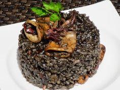 Arroz negro con chipirones , uno de los arroces que más me gustan!! Cocina tradicional. Puerto Rican Recipes, Cuban Recipes, Grain Foods, Spanish Food, Food N, Love Food, Seafood, Rice, Pasta