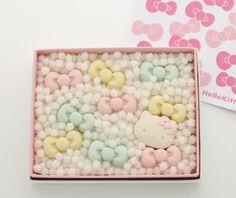 かわいすぎる~! 食べる前に飾りたくなっちゃうハローキティのお干菓子(京都)  暦(Hello Kitty × 亀屋良長)kameyayoshinaga04