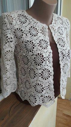 14 Crochet cardigan pattern by Hitomi Shida (志田 ひとみ) Crochet Coat, Crochet Jacket, Crochet Blouse, Crochet Clothes, Crochet Bolero Pattern, Crochet Motif, Crochet Stitches, Lace Shrug, Jackets