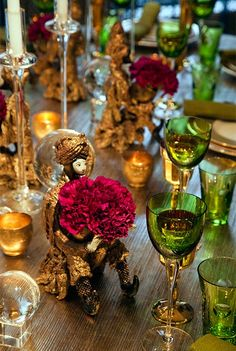 Mix emerald and gold touches on your table for an elegant, opulent look.
