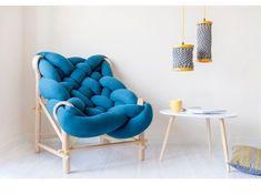 Cette collection de meubles se sert de diverses techniques de tricotage et de tissage - London, UK