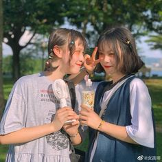 Bff Girls, Cute Girls, Ulzzang Fashion, Ulzzang Girl, Bff Poses, Role Player, Korean Couple, Avatar Couple, Bff Pictures