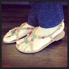 Gosta de rasteirinha? E de pedras? Deliciosa nos pés. #koquini #sapatilhas #euquero #sandalia #rasteira Veja mais em: http://koqu.in/18cGYYJ