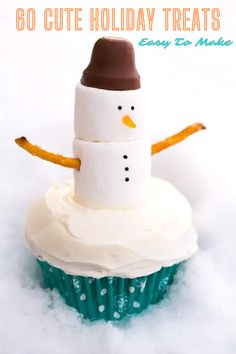 Christmas parties and family gatherings are upon you again. What better way to celebrate than to impress the gang with your newfound cooking skills? These treats are easy to make and look super cute! Snowman Cupcakes, Christmas Cupcakes, Christmas Sweets, Christmas Goodies, Simple Christmas, Ladybug Cupcakes, Kitty Cupcakes, Giant Cupcakes, Christmas Holiday