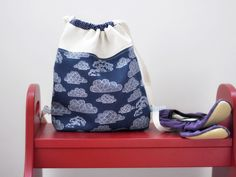 Gym Bags – Drawstring backpack - organic cotton print clouds – a unique product by on DaWanda Gym Bags, Drawstring Backpack, Organic Cotton, Handmade Items, Clouds, Backpacks, Unique, Sports, Blue