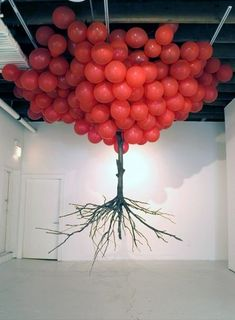 """Balloon Tree"", Art Installation by Myeongbeom Kim (.and yes I'm from that generation that hears red balloons"" / ""neunundneunzig luftballons"" on seeing this ~ Carol @ Merrin Joinery) Balloon Tree, Red Balloon, Flying Balloon, Balloon Chandelier, Balloon Display, Land Art, Blog Art, Instalation Art, Art Plastique"