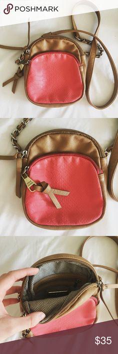 steven madden // cross body tan steven madden cross body with pink snakeskin textured front pocket. Steve Madden Bags Crossbody Bags