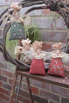 In this DIY tutorial, we will show you how to make Christmas decorations for your home. The video consists of 23 Christmas craft ideas. Christmas Fabric Crafts, Felt Christmas Decorations, Christmas Sewing, Christmas Projects, Christmas Diy, Diy And Crafts, Christmas Crafts, Christmas Ornaments, Christmas Poinsettia