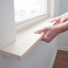 Mit Holz die vorhandenen Fensterbretter verkleiden, kann ruhig ein bisschen dicker sein