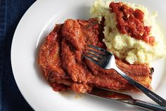 Pork chops cooked in orange and tomato sauce Greek Recipes, Pork Recipes, Salty Foods, Food Categories, Pork Chops, Tomato Sauce, Steak, Yummy Food, Beef