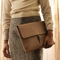 This is Bianca, the Koos clutch that will hold paperwork and much more.