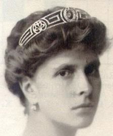 The Greek design of the Meander Tiara is appropriate since this tiara belonged to Princess Andrew of Greece and Denmark (above, born Princess Alice of Battenberg), mother of Prince Phillip. Alice gave the tiara to her daughter-in-law, Queen Elizabeth, as a wedding gift. It has been gifted to The Princess Royal.