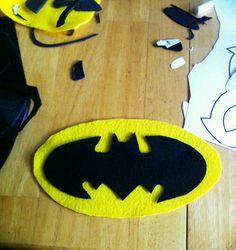 Bricolage No-Sew Batman - diy deko Costume Batgirl, Costume Halloween, Diy Superhero Costume, Diy Costumes, Halloween Diy, Batman Halloween, Batman Costumes, Costume Ideas, Diy Tutu