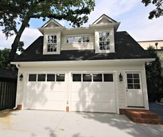 Garage & Guest Suite were built in the Historic District in Charlotte, NC Garage Workshop Plans, Garage Floor Plans, Pole Barn House Plans, Pole Barn Homes, Garage Closet, Garage Guest House, Garage Apartment Plans, Garage Apartments, Garage Door Styles