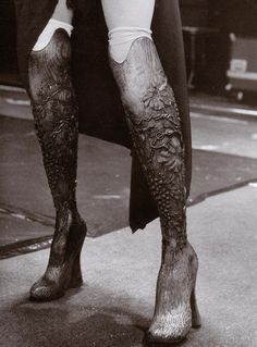 alexander mcqueen spring/summer 1999, prosthetic legs legs carved out of solid wood