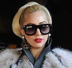 Lady Gagas bouffant bun