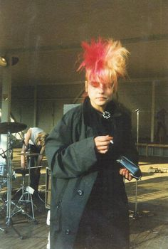Colored and high punk hair in the '80's - no info from the original pin