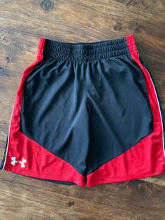 Black, red and white Smoke free home Size youth medium Smoke free home Men Shorts, Sport Shorts, Gym Shorts Womens, Casual Outfits, Men Casual, Mens Windbreaker, Sporty Look, Nautilus, Under Armour Men