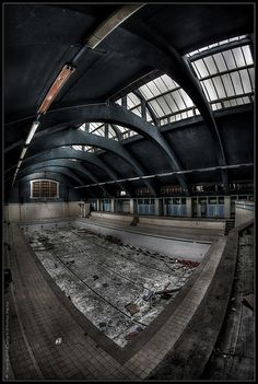 "UE Abandoned Swimming Pool ""W"""