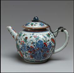 Chinese porcelain teapot, famille verte   ca. 1730–40   Met