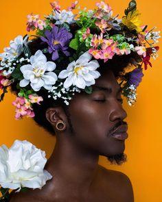"Portraitfotografie ""Flower boy"" mannequin photographer Inventive directo A Shi Afro Art, Black Man, Black Boys, Afro Punk, Art And Illustration, Black Is Beautiful, Black Power, Fotografie Portraits, Aesthetic People"