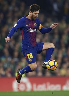 Lionel Messi Photos - Lionel Messi of FC Barcelona in action the La Liga match between Real Betis and Barcelona at Estadio Benito Villamarin on January 2018 in Seville, . - Real Betis v Barcelona - La Liga Messi And Ronaldo Wallpaper, Lionel Messi Wallpapers, Fifa Soccer, Messi Soccer, Soccer Sports, Soccer Tips, Soccer Cleats, Best Football Players, Soccer Players