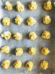 """Fursecuri fragede """"Sărutările Măicuțelor"""" – Chef Nicolaie Tomescu Doughnut, Sweets, Desserts, Food, Romanian Recipes, Sweet Pastries, Tailgate Desserts, Deserts, Goodies"""