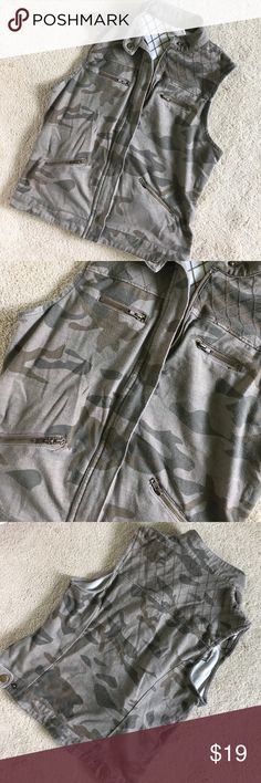 Camo zip up fitted vest Size small #camo #sexy #grunge #zippers #fitted #unique #fall or #summer good condition Forever 21 Tops