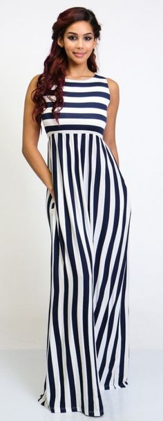 this is an example of curved line because it moves the eye through a design natural. Stylish Dresses, Casual Dresses, Summer Dresses, Hijab Fashion, Fashion Dresses, Pantalon Long, Striped Maxi, Cotton Dresses, Dress Skirt