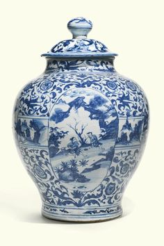 A large Chinese blue and white porcelain jar and cover, 17th Century