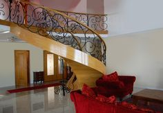Schody gięte z drewna marki Prudlik. Więcej zdjęć ekskluzywnych schodów znajduje się na http://www.schodyprudlik.com.pl/blog/project_post/schody-dywanowe-sp000/