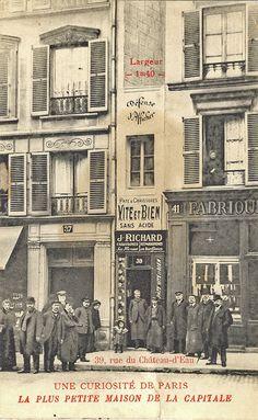 Carte postale ancienne : la plus petite maison de Paris (1906)