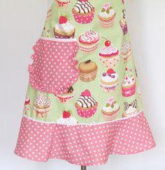 photo: La Compagnie des tabliers : tablier de cuisine aux cupcakes et pois roses