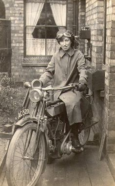 "Vintage Motorcycles Lady rider on Vintage Motorcycle and other cool vintage photos. - (date unknown) ""Any information you can provide me would be greatly appreciated. Vespa Vintage, Hd Vintage, Vintage Biker, Photo Vintage, Vintage Cars, Vintage Ladies, Triumph Motorcycles, Antique Motorcycles, Scooters"