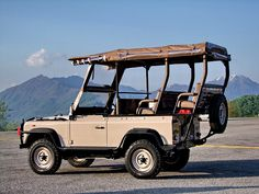 Special Land Rover Defender Game Viewer for Kenya Safari Park by… Land Rover Defender 110, Defender 90, Safari Jeep, Best 4x4, Jeep Suv, Range Rover, Game, Land Rovers, Kenya
