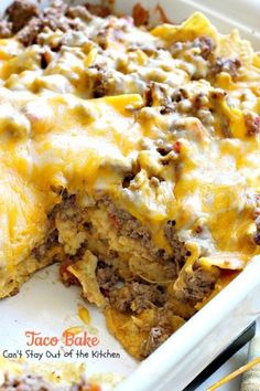Taco Bake - Can't Stay Out of the Kitchen : Taco Bake is a Tex-Mex casserole with layers of corn chips, beef filling with diced tomatoes & c. Vegetarian Recipes Dinner, Mexican Food Recipes, Dinner Recipes, Mexican Entrees, Dessert Recipes, Vegaterian Recipes, Cooking Recipes, Recipies, Quiche Recipes
