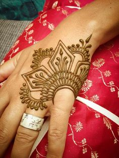 15 beautiful hand tattoos for men and women - Tätowierungen - Henna Designs Hand Simple Henna Tattoo, Henna Tattoos, Henna Ink, Henna Body Art, Mehndi Tattoo, Mehndi Art, Henna Mehndi, Henna Mandala, Simple Foot Henna