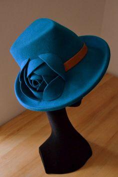 Dámský plstěný klobouk-trojhranná hlavička-petrol.