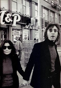 You go to the A&P to get those pork shoulders on sale and who do you run into: John Lennon and Yoko Ono Famous Couples, Couples In Love, Liverpool, John Lennon Yoko Ono, The Fab Four, Ringo Starr, Concert Posters, Paul Mccartney, The Beatles