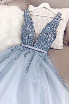 Wunderschöne blaue Tüll V-Ausschnitt Open Back Perlen Senior Prom Kleid, Festzug Kleid Gorgeous Blue Tulle V-Neck Open Back Beaded Senior Prom Dress, Pageant Dress largos de baile Senior Prom Dresses, Pretty Prom Dresses, Backless Prom Dresses, Tulle Prom Dress, Prom Dresses Blue, Women's Dresses, Beautiful Dresses, Dress Up, Awesome Dresses