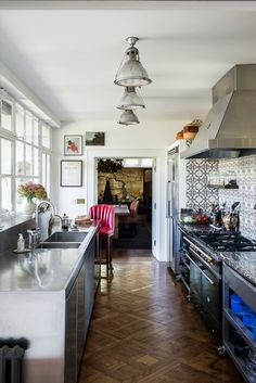 Get inspired by our favourite designs of kitchen tiles galley kitchen layout Kitchen Tiles, Kitchen Flooring, Kitchen Countertops, Kitchen Design, Galley Kitchens, Cool Kitchens, Kitchen Countertop Organization, Living Etc, London