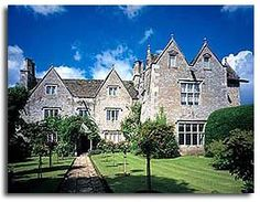 william morris's kelmscot manor in the cotswolds