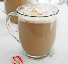 Want to learn how to make a latte that everyone will love? Start by blending everyone's favorite winter flavors—peppermint and chocolate.