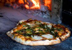 Gourmetpizzan valmistus vaatii aikaa ja käsityötä, mutta palkitsee tekijänsä.